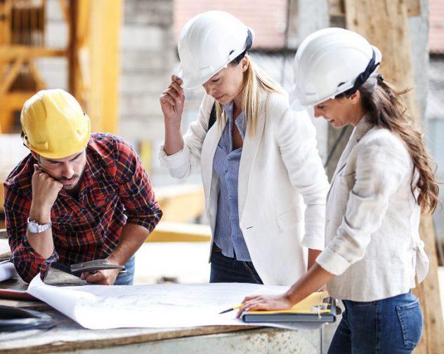 Two female BIM engineer discuss engineering job offers